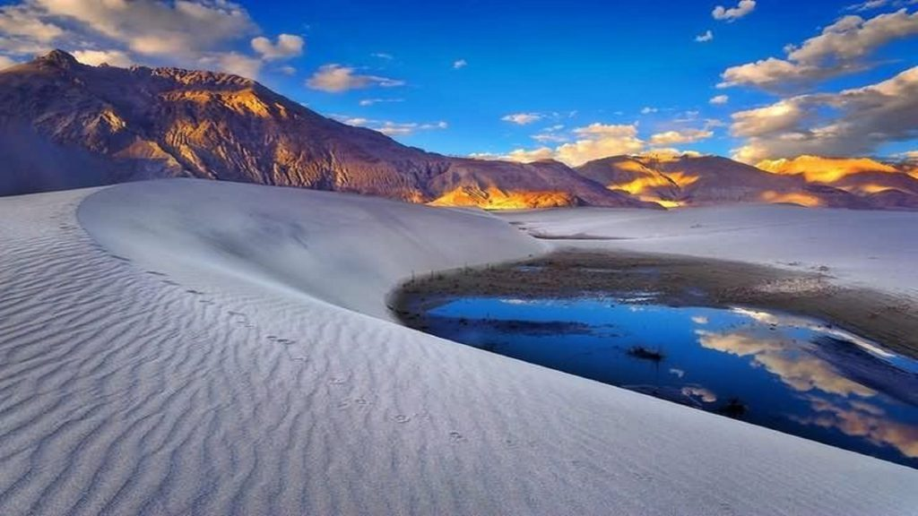 beautiful-sunset-view-and-sand-dunes-between-hunder-and-diskit-of-nubra-valley-ladakh
